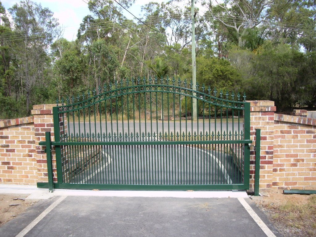 Large green roll top gate