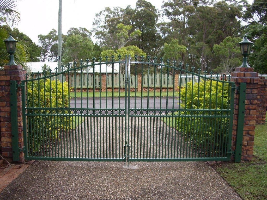 Green roll top gate
