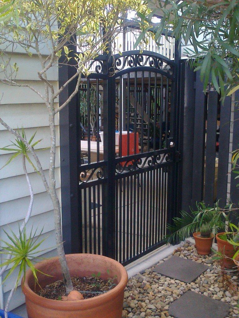 Black roll top gates