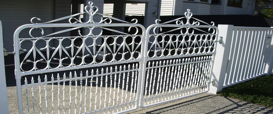 White custom gates for customer residence