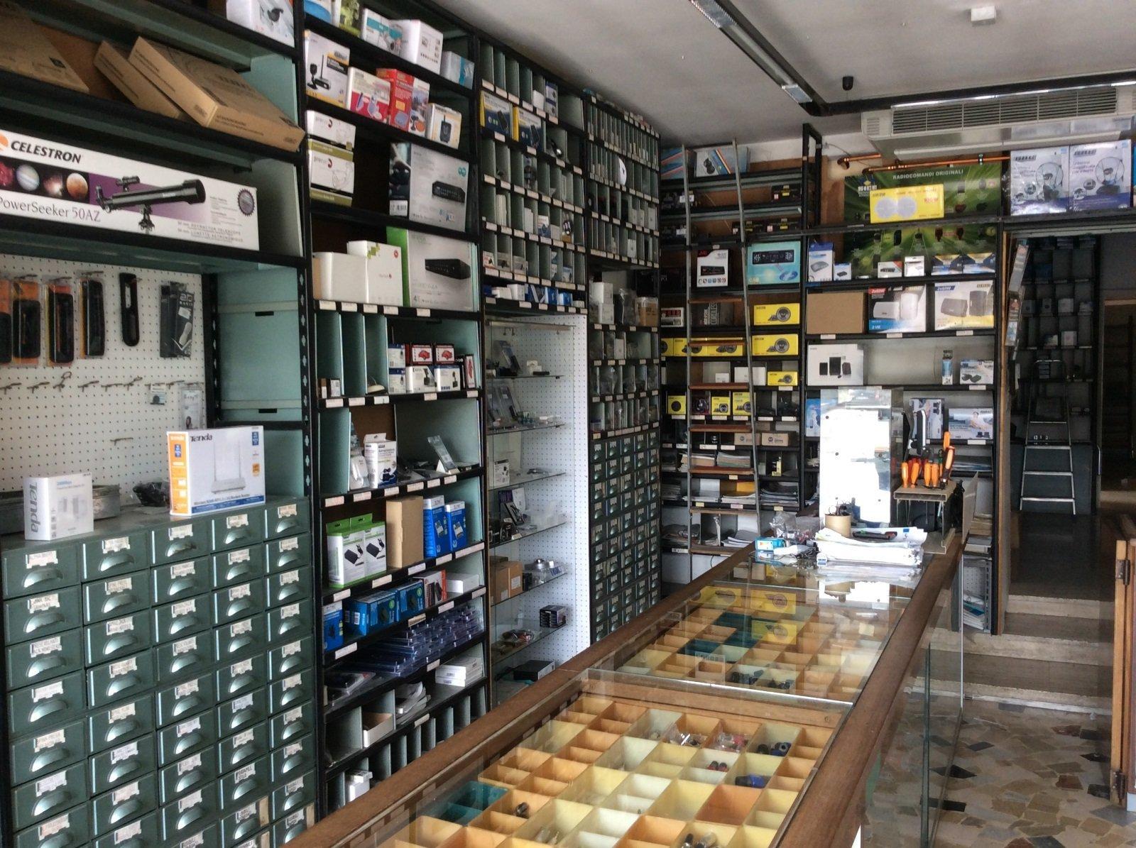 interno di un negozio di elettronica