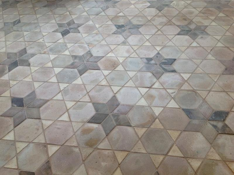 Pavimenti in cotto con decorazioni