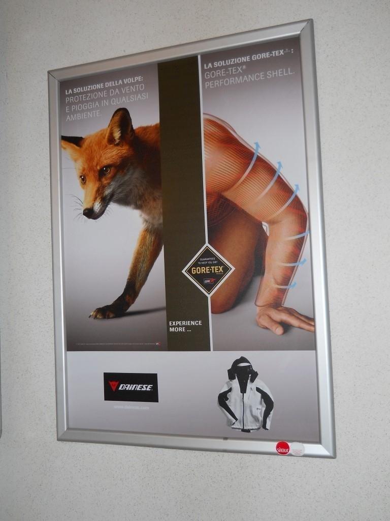 poster pubblicitario