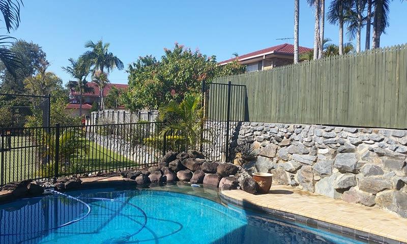 aluminium fence around rock pool