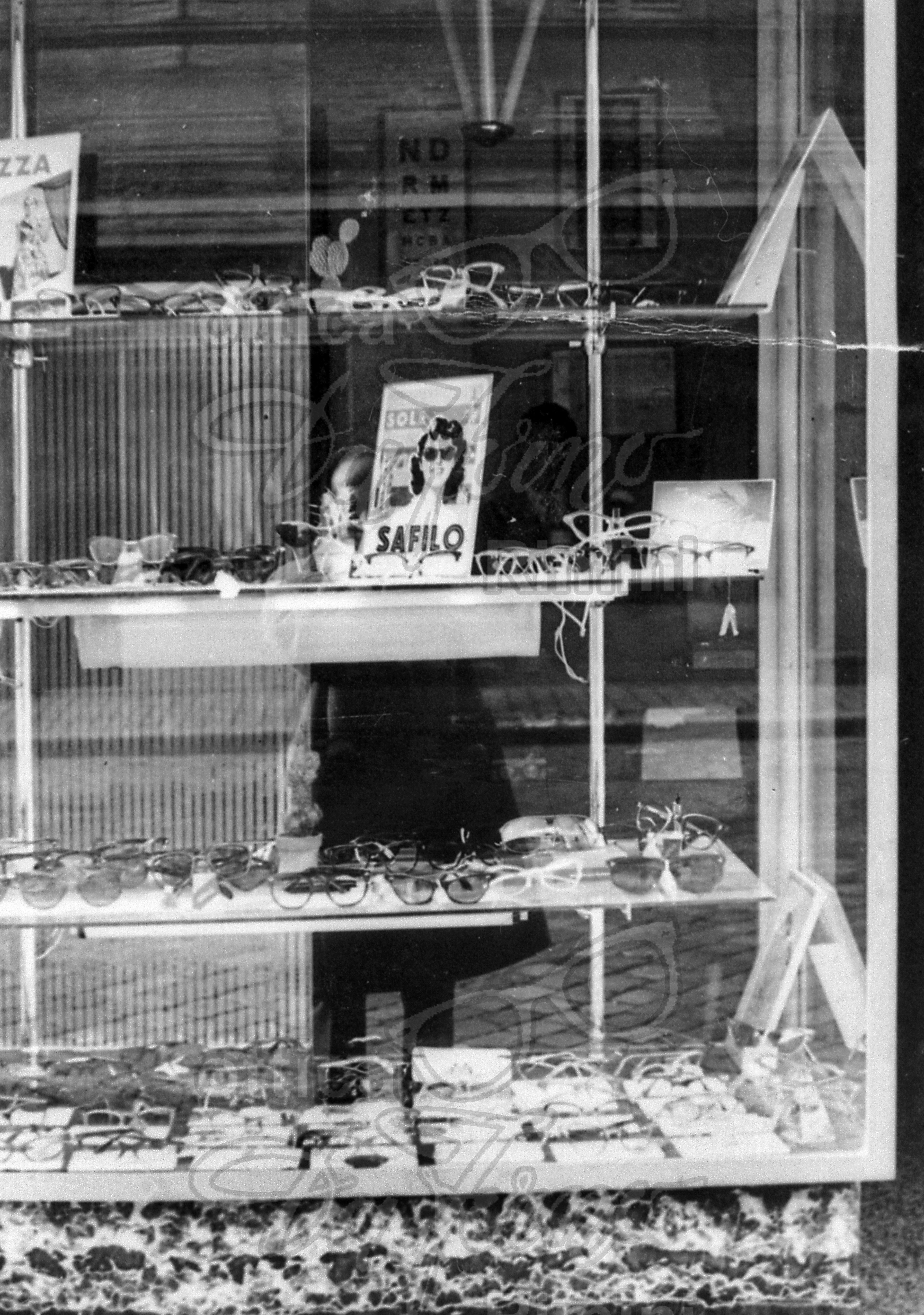Foto storica della vetrina dell'Ottica Da Forno