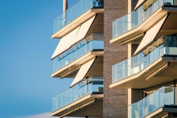 tende da sole su balconi condominiali