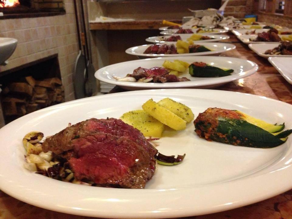 piatti di carne con verdure