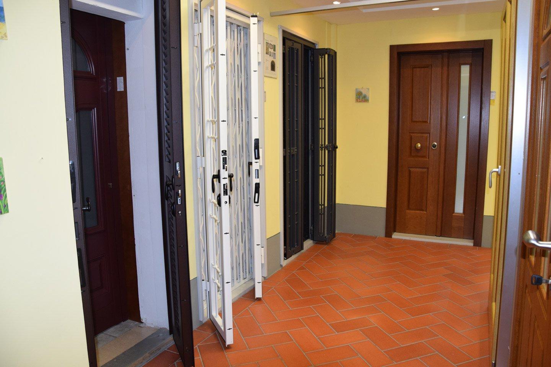 assortimento di porte con diversi colori