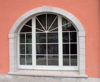 vista esterna di un serramento in vetro