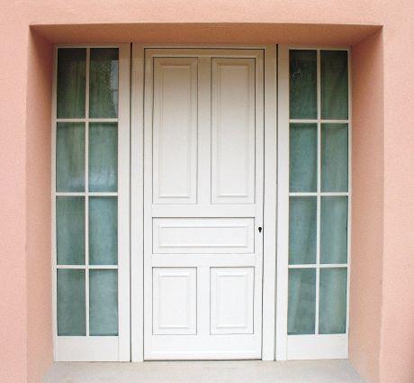 porta bianca in vetro e legno