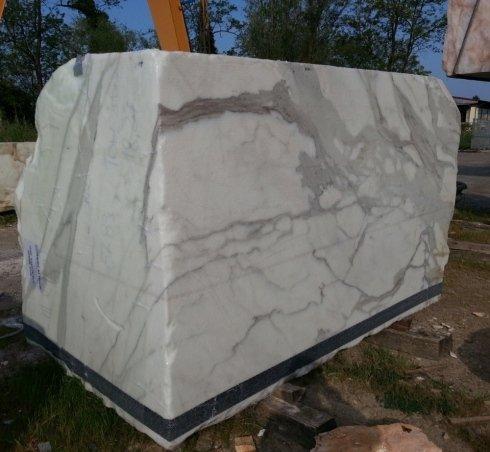 Resinatura blocchi di marmo Carrara