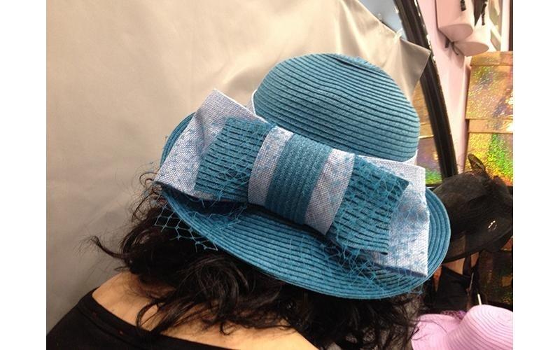 cappello con fiocco