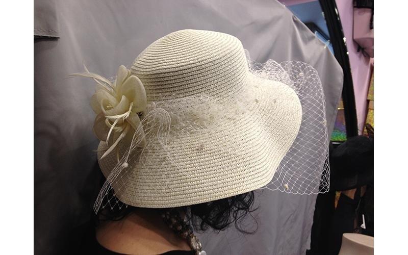 cappello bianco morbido