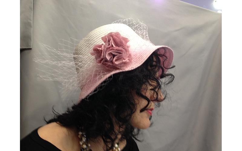 cappello rosa antico