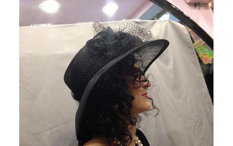 cappello nero con velette