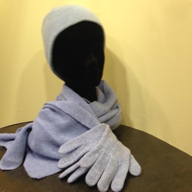 Completo sciarpa, cappello e guanti