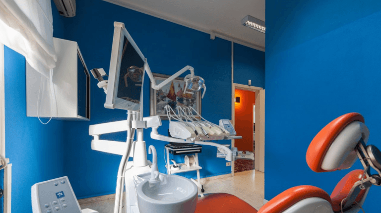 sedia attrezzata per visite dentali