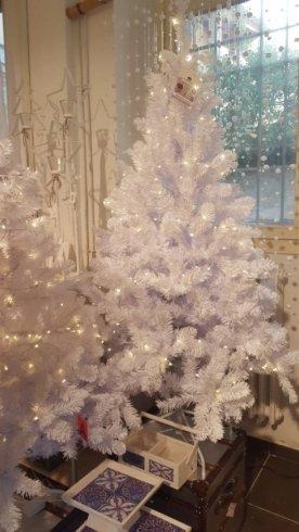 alberi e lucine natalizie