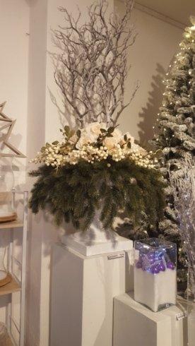 Abeti artificiali e decorazioni natalizie