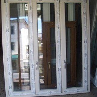 Sarandria francesco persiane porte finestre pisa for Finestra pvc 2 ante