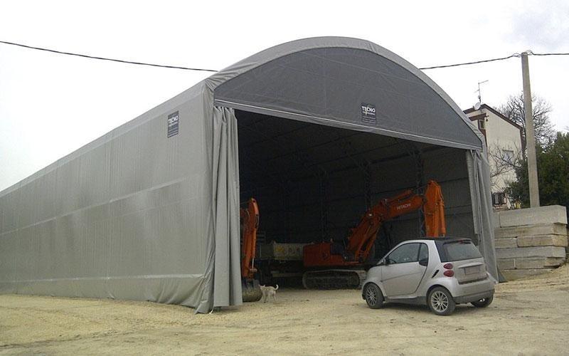 Combine harvester shelter