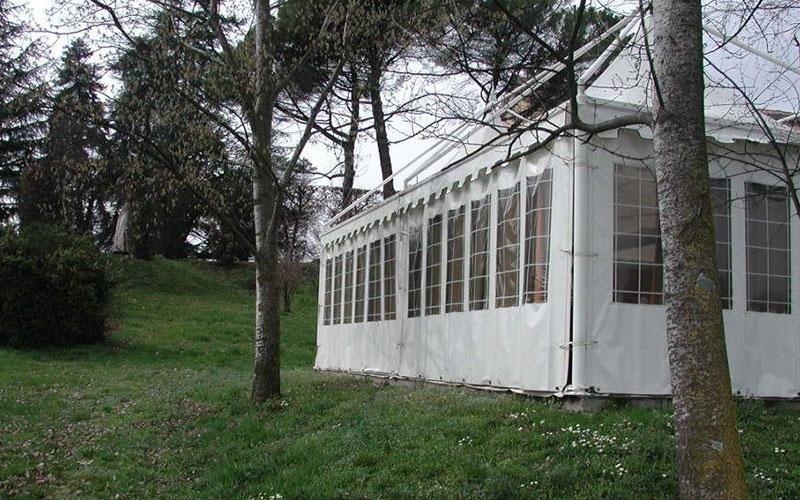 Pavillon mit Fenstern