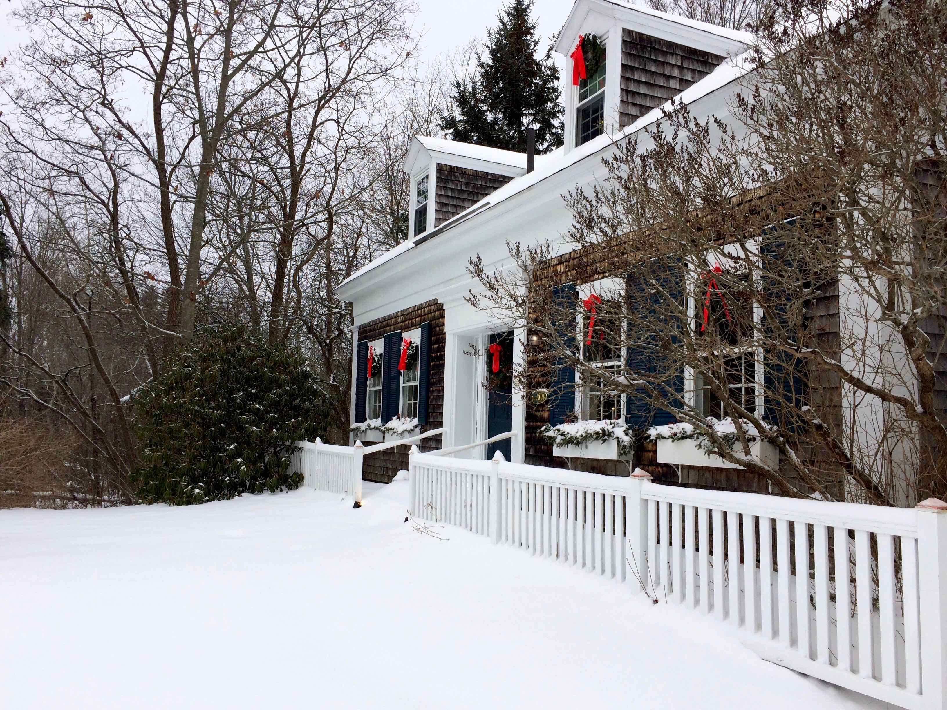 Coach Stop Inn - Christmas winter scene
