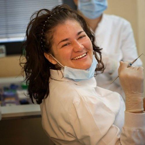 medico specializzato in odontoiatria