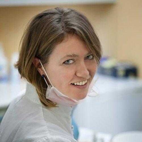 assistente presso studio dentistico