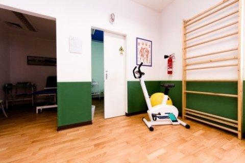 Il centro medico dispone di una palestra per esercizi di ginnastica.
