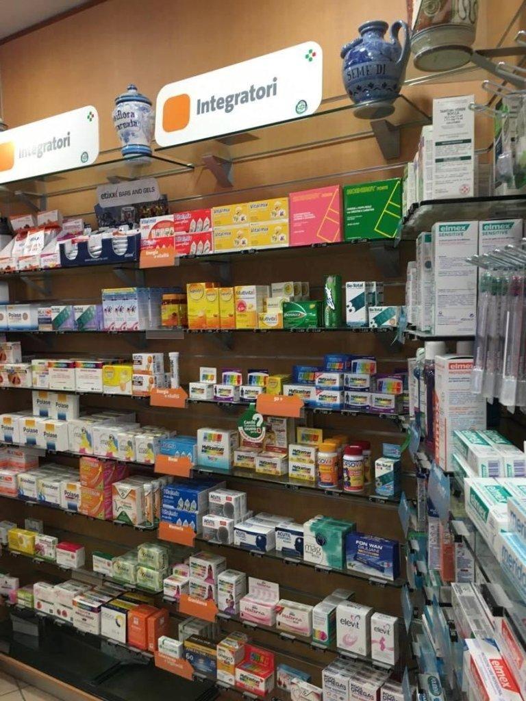 medicine negli espositori