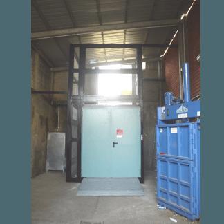 Elevatore trasferibile a pistone