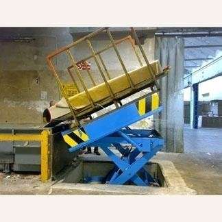 Piattaforma elevatrice a pantografo per sollevamento