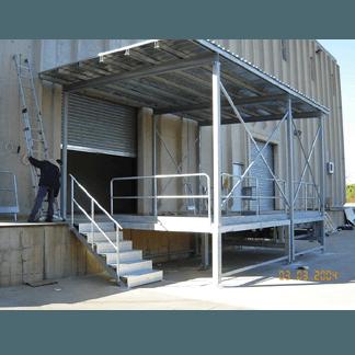 Copertura fissa su banchina di carico e scarico camion