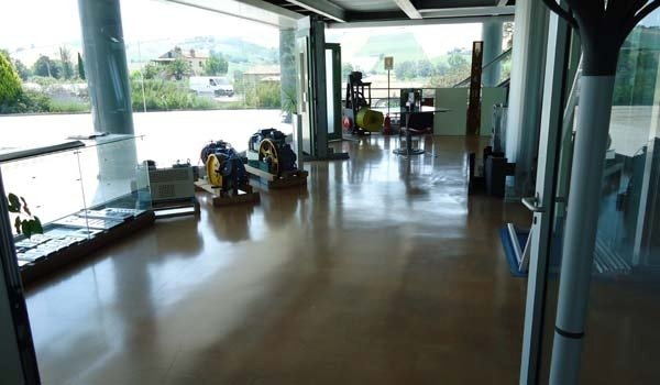 pavimentazione reception negozio