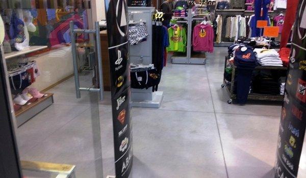 negozio sport pavimento