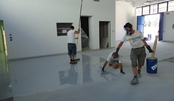 lucidatura del pavimento in resina