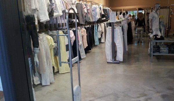 pavimentazione negozio abbigliamento