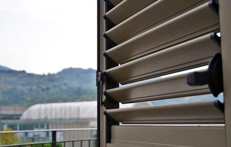 persiane legno effetto alluminio