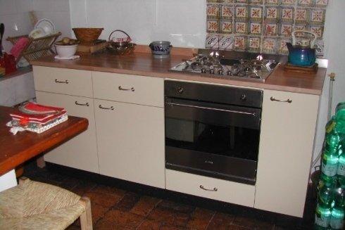 si realizzano top per cucine in legno di diverse essenze