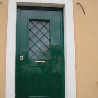 portone in legno, porta con inserto, portone con vetro