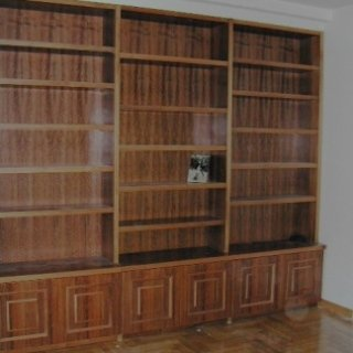 libreria con armadietti, libreria alta, libreria importante