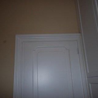 cornice porta, cornice in legno, porta in legno bianco