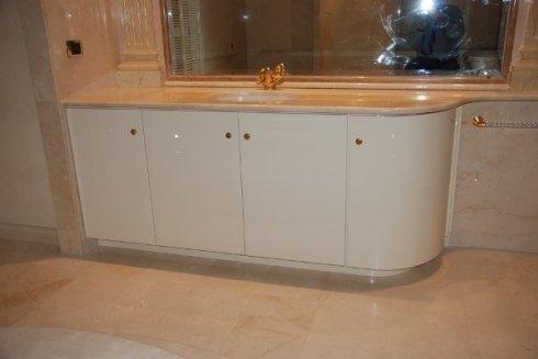 si realizzano mobili e armadietti per bagno in legno
