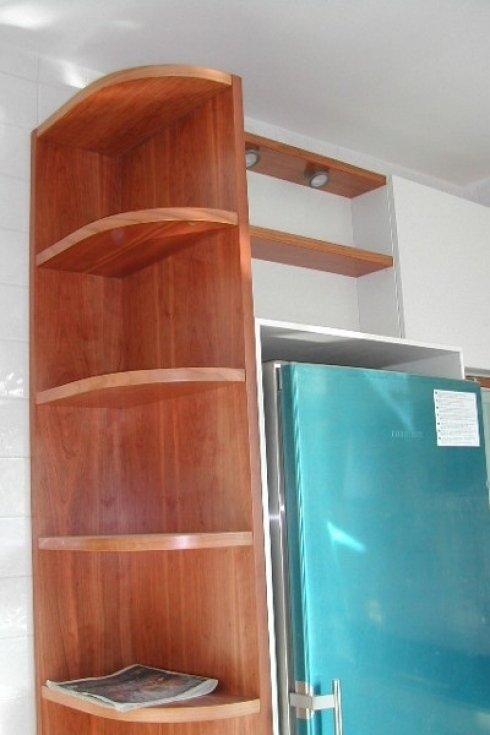 scaffaliere in legno su misura per cucine