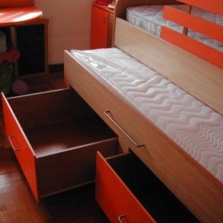 letto con cassetti integrati, letto con letto ospite integrato, struttura letto in legno