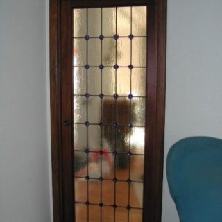 vetro giallo, vetro con decorazioni, porta decorata
