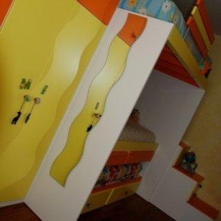 camera bimbi, bambini, legno colorato