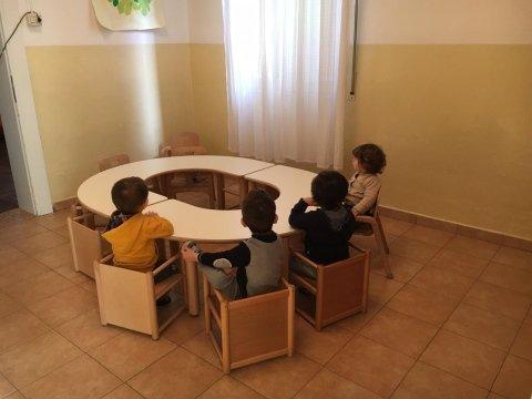 tavolo con bimbi