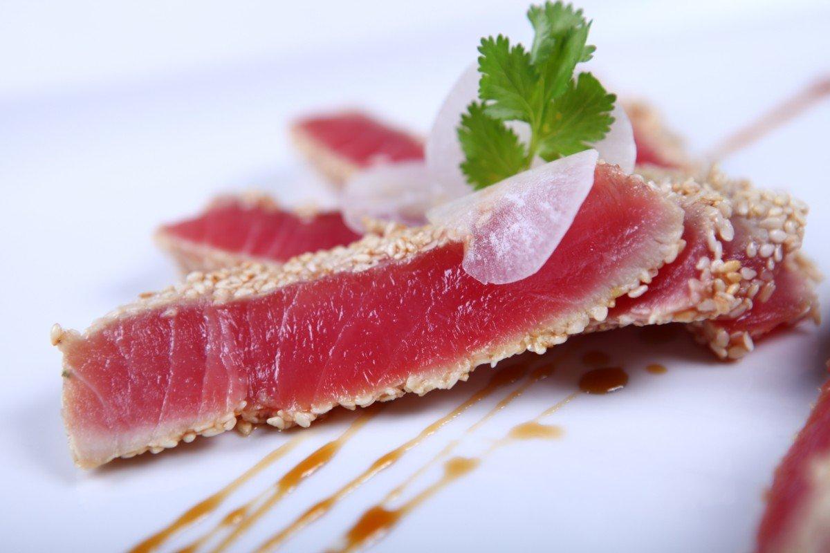 sushi al sesamo